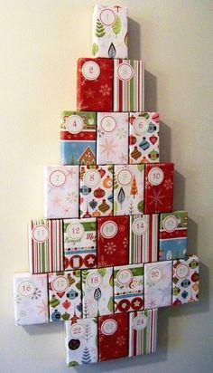 Sapin calendrier de l'avent cadeaux décoration mur