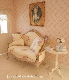 Petit Trianon Marie Antoinette sofa - 1:12 dolls house dollhouse miniature