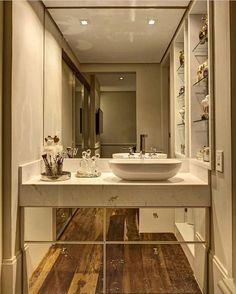 Como um pequeno espaço pode ser tão surpreendente.  Os espelhos nichos laterais e o piso deram um toque especial neste espaço tão pequenino. AmeiInspiração via @decoramundo {HI} Snap:  hi.homeidea  http://ift.tt/23aANCi #bloghomeidea #olioliteam #arquitetura #ambiente #archdecor #archdesign #hi #cozinha #kitchen #homestyle #home #homedecor #pontodecor #iphonesia #homedesign #photooftheday #love #interiordesign #designdecor  #picoftheday #decoration #world #instagood  #lovedecor #architecture…