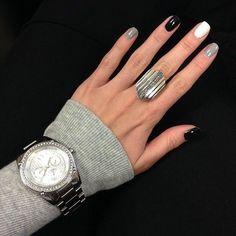 Elegant Nail art on gel nails Gray Nails, Black Nails, Love Nails, White Nails, How To Do Nails, Fun Nails, Pretty Nails, White Manicure, Black Polish