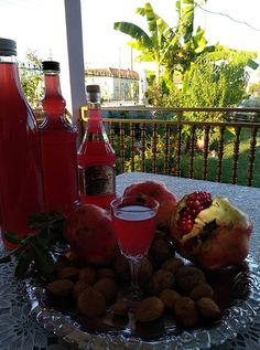 Ρόδι λικέρ !!!! ~ ΜΑΓΕΙΡΙΚΗ ΚΑΙ ΣΥΝΤΑΓΕΣ 2 Food And Drink, Chicken, Drinks, Blog, Drinking, Beverages, Drink, Beverage, Cubs