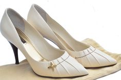 eaa89cf8e2d7 Louis Vuitton White Leather Pointed Heels 39