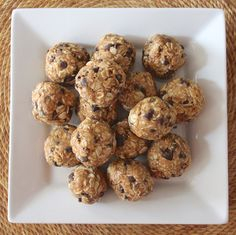 No bake 4 ingredient pb energy bites -- Healthy energy bites that taste just like peanut butter oatmeal cookie dough!