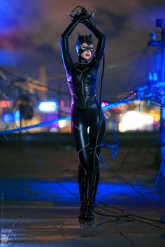 Get your sexy Halloween costume ideas here! The sexiest cosplay from comic-con and everywhere else. Women and men in hot sexy costumes. It's always fun to role play ; Catwoman Comic, Catwoman Cosplay, Batman And Catwoman, Dc Cosplay, Best Cosplay, Batgirl, Cosplay Girls, Cosplay Costumes, Woman Costumes