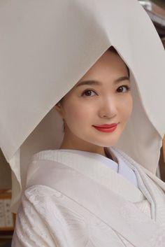Traditional Wedding Attire, Wedding Costumes, Kimono, Women's Fashion, Bride, Valentines Day Weddings, Wedding Bride, Fashion Women