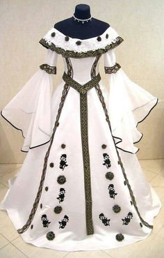 Kleider White medieval dress Wedding Invitations: Things the Bride Should Know Article Body: Wedding Beautiful Gowns, Beautiful Outfits, Pretty Outfits, Pretty Dresses, Crazy Dresses, Medieval Dress, Medieval Costume, Victorian Costume, Fantasy Dress