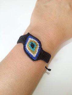 macrame evil eye bracelet – Famous Last Words Macrame Jewelry, Macrame Bracelets, Diy Jewelry, Friendship Bracelet Patterns, Friendship Bracelets, Macrame Dress, Macrame Bag, Evil Eye Bracelet, Macrame Tutorial