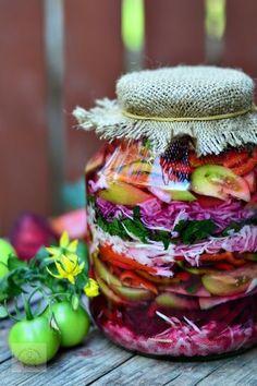 salata asortata cu pikant fix Fall Recipes, New Recipes, Vegetarian Recipes, Healthy Recipes, Romanian Food, Artisan Food, Hungarian Recipes, Home Food, Fermented Foods