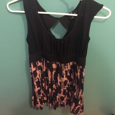 Cute dress Cute dress you can wear in the spring with wedges or pair it with leggings and a cardigan during the winter. It has an opening in the back Dresses Mini