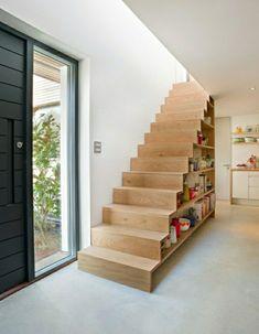 Optimisez avec style l'espace souvent perdu sous les escaliers. Bureau ou espace de rangement, les idées ne manquent pas!