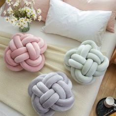 Les knots pillows en velours