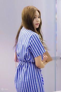 Gfriend at Incheon Airport  Cr: Twitter @Heize