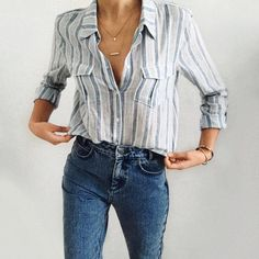 Gold silver Long Bar Necklace | Old skool van outfil | Ripped jeans outfit | Old school vans outfit | Mom jeans outfit | Urban outfittes outfit #necklace #outfitideas #fashiontrends #momjeans
