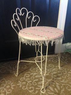 Vintage vanity seat makeover