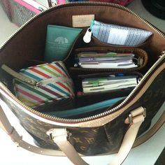 """""""Planner Addicts"""" 30 day challenge - Sharing how we use and love our planners & filofaxes. What In My Bag, What's In Your Bag, My Bags, Purses And Bags, Inside My Bag, What's In My Purse, My Style Bags, College Bags, Work Bags"""