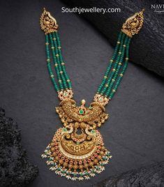 Emerald beads necklace with peacock nakshi pendant photo Jewelry Design Earrings, Gold Jewellery Design, Bead Necklace Designs, Trendy Jewelry, Fashion Jewelry, Beaded Necklace, Pearl Choker Necklace, Antique Necklace, Necklaces