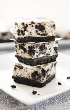 Oreo Cheesecake Bars, too many desserts tonight! Just Desserts, Delicious Desserts, Dessert Recipes, Yummy Food, Oreo Desserts, Dessert Healthy, Plated Desserts, Cake Recipes, Oreo Cheesecake Bars