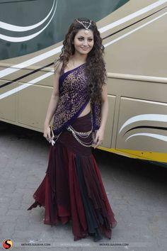 Beautiful Saree, Beautiful Indian Actress, Indian Dresses, Indian Outfits, Indian Goddess, Saree Gown, Indian Bridal Lehenga, Elegant Saree, Indian Designer Outfits