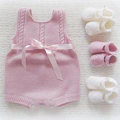 #baby #babyclothing #babyclothes #babybooties #babyromper #romper #bow #babyknitwear #handmade #babygirl #yarn #instaknit #bebé #roupadebebé #bow #babyspam #booties #pink #babyboutique #feitoàmão #babyknits #babyfashion #fofo #instababy #babyboy #braids #babybooties #mariacarapim