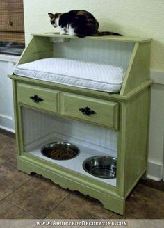 Cat Food Station How awesome is this? A pet station made from an old secretary's desk! Pet Station, Cat Feeding Station, Dog Feeding, Ideal Toys, Cat Room, Food Stations, Pet Furniture, Pet Beds, Pet Food