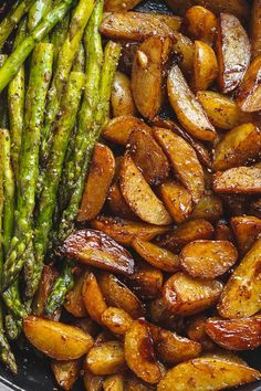 Garlic Balsamic Baby Potatoes With Asparagus A gorgeous flavorful side dish that makes an easy addition to any grilled meat. The post Garlic Balsamic Baby Potatoes With Asparagus appeared first on Tasty Recipes. Pork Rib Recipes, Side Dish Recipes, Vegetable Side Dishes, Vegetable Recipes, Vegan Asparagus Recipes, Veggie Recipes Sides, Appetizer Recipes, Dinner Recipes, Meat Appetizers