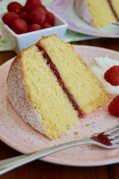 This traditional sponge cake tastes great decorated with a choice of fillings such as vanilla buttercream, whipped cream, lemon curd or jam. This recipe proves that you needn't be an experienced baker to make a bakery-worthy cake. Classic Victoria Sandwich, Victoria Sandwich Cake, Coconut Sponge Cake, Vanilla Sponge Cake, Layer Cake Recipes, Sponge Cake Recipes, Layer Cakes, Bolo Vegan, Victoria Sponge Cake