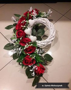 Grave Flowers, Cemetery Flowers, Funeral Flowers, Arte Floral, Christmas Flower Arrangements, Floral Arrangements, Cemetery Decorations, Christmas Wreaths, Christmas Decorations