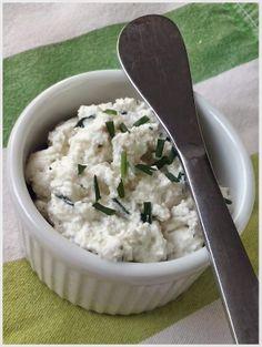 Receta de queso fresco con ajo y finas hierbas http://quecocinacass.blogspot.com.es/