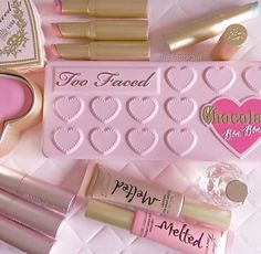 Too Faced Chocolate Bon Bons Eyeshadow Palette infused with chocolate-scented, antioxidant-rich cocoa powder formula! Natural mineral make-up! Kiss Makeup, Cute Makeup, Pretty Makeup, Beauty Makeup, Too Faced Cosmetics, Makeup Cosmetics, Too Faced Makeup, Makeup Obsession, Makeup Brands