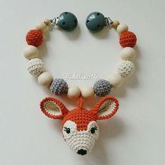 Kaum ist das eine Rehlein aus dem Haus, ist die nächste Kette fertig für @unrockstar  Another deer pram chain  #diy #häkelnisttoll #häkeln #baby #schwanger #babygeschenk #amigurumi #mommytobe #momtobe #pregnant #babygirl #babyboy #craftastherapy #handmade #crochet #crochetlove #crochetaddict #idalinocrochet #instamum #instababy #instacrochet #babybump #crochetinspiration #deer #kinderwagenkette #virka #haken #schnullerkette
