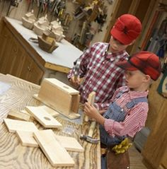 Free Beginner Wood Carving Projects http://www.woodesigner.net has great advice as well as ideas to wood working