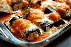Μελιτζάνες ρολό με τυρί!!! Μία από τις πιο νόστιμες ελληνικές συνταγές, οι μελιτζάνες στον φούρνο με τυρί φτιάχνονται σήμερα με μαστέλο από την μεγάλη δημοσιογράφο της Ελληνικής Γαστρονομίας, Αγλαΐα Κρεμέζη. Συστατικά: 2 μέτριες στρογγυλές μελιτζάνες, κομμένες κατά μήκος σε μακριές φέτες με πάχος 1 εκ. αλάτι και φρεσκοτριμμένο πιπέρι ·· ελαιόλαδο 1 μεγάλο κρεμμύδι, ψιλοκομμένο …