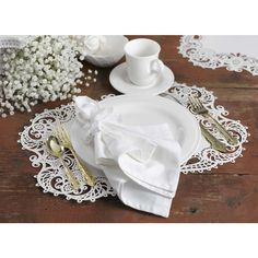Create a stunning table setting for each of your guests by accessorizing your table with unique place mats.