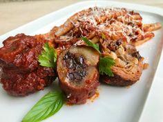 Μακαρόνια με αργομαγειρεμένη σάλτσα κρέατος (ραγού), στην αυθεντική ναπολιτάνικη συνταγή - μοσχάρι και χοιρινό ραγού - ιταλική συνταγή Steak, Pasta, Beef, Food, Meat, Essen, Steaks, Meals, Yemek