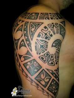 http://www.fenua-tattoo.com/sites/all/themes/tatouage/galerie tatouage polynesien bras epaule/images/tatouage polynesien epaule  tatoueur pierre martinez tahiti tattoo var entre toulon et marseille.jpg