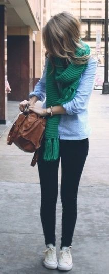 Cute fall or spring outfit with a comfy green knit scarf. This looks like Philly Fashion Mode, Look Fashion, Womens Fashion, Fall Fashion, Fashion Ideas, Moda Casual, Casual Chic, Comfy Casual, Comfy Outfit