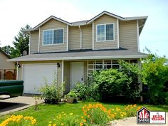 #SHORTSALE #PDX #PORTLAND Cute single family newer home with great lot size. 3 bedrooms 1.1 bath Excellent street appeal, vinyl siding, oak cabinets.