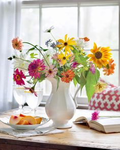 """Simplicity is the essence of happiness."" –Cedric Bledsoe   #southernladymag #sundayreflections #inspiringwords #simplejoys #prettyflowers #flowerarrangments #floralarrangments Gardening For Beginners, Gardening Tips, Southern Ladies, Beautiful Table Settings, Summer Design, Pretty Flowers, Floral Arrangements, Home And Garden, Table Decorations"