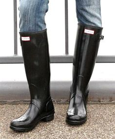 Once you decide to walk about town in a pair of Hunters, be sure to coordinate them with a pair of skinny jeans