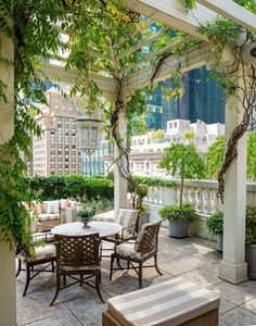 Alfresco rooftop dining!!!! Central Park is in your house! Breathe fresh air every morning to start a new day.