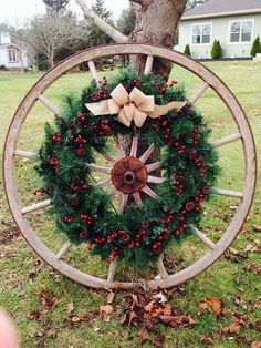 Gorgeous Cheap Front Yard Decorating with Wagon Wheel – Outdoor Christmas Lights House Decorations Cowboy Christmas, Christmas Porch, Country Christmas, Christmas Lights, Christmas Holidays, Christmas Wreaths, Merry Christmas, Western Christmas Decorations, Xmas Decorations