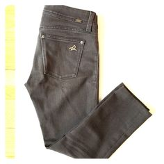 """☀️☀️reduced! DL1961 Emma legging charcoal Professionally Hemmed to ankle length. In good condition. In the back under pocket There's a tiny thread tear.  It's not a hole. Super sexy skinny legging. Front faux pockets. Back pockets. Wear with heels or boots!! Such a great color! Inseam 22.5"""". Rise 7.5"""" ask me for more pics if you'd like.Ask me for REDUCED SHIPPING Any item! ❌Trades DL1961 Jeans Ankle & Cropped"""