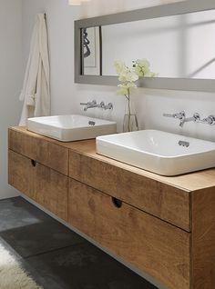 Arredo da bagno di design costruito interamente in legno. Come sempre un arredo prodotto da Xlab la fabbrica delle idee.  Nuova collezione arredo bagno Linear forme semplici ed eleganti, arredare il bagno con il