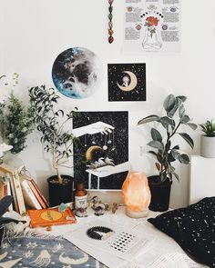 Artsy Workspace Must Get Me A Salt Lamp With Images Apartment