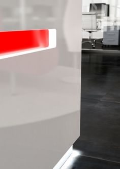 Salve reception desk is a stunning Italian linear reception counter range with LED illumination suited to modern commercial reception areas. Reception Counter, Reception Areas, Reception Desks, White Office Furniture, White Desk Office, Office Looks, Interior, Modern, Design