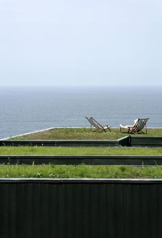 Grass roof by the ocean.  What a beautiful oasis.