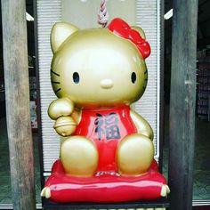 Hello Kitty!  Nikko, Japan  📅 Oct 2011  .  Instagram: @mochileiramaria  .  💻 www.mariamochileira.com.br