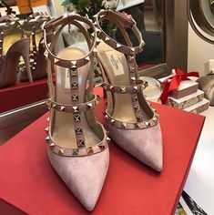Valentino Stiletto 2018 #shoes #valentino #stiletto #fashion #Vanessacrestto Valentino Rockstud Pumps, Valentino Heels, Fancy Shoes, Me Too Shoes, Sock Shoes, Shoe Boots, Sneaker Heels, Beautiful Shoes, Girls Shoes