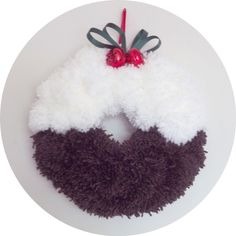 Christmas Pudding Pompom Wreath - Before After DIY Christmas Pom Pom Crafts, Christmas Projects, Christmas Crafts, Christmas Ornaments, Christmas Makes, Noel Christmas, Handmade Christmas, Pom Pom Wreath, Xmas Wreaths