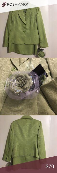"NWT LeSuit Petite Grassland Honey Dew Suit 8P Size 8Petite Grassland Honey Dew 2pc Skirt Suit. 100% Polyester With Detachable Flower. Brand new with Tags. Jacket: Bust 38"" Length 23"". Skirt: Waist 30"" Length 23"". LeSuit Petite Skirts Skirt Sets"